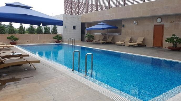 hồ bơi tại Petro Hotel