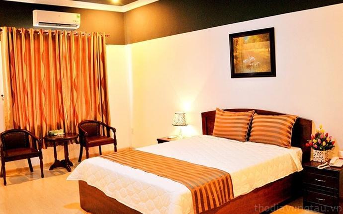 phòng ngủ Khách sạn Oil and Golf