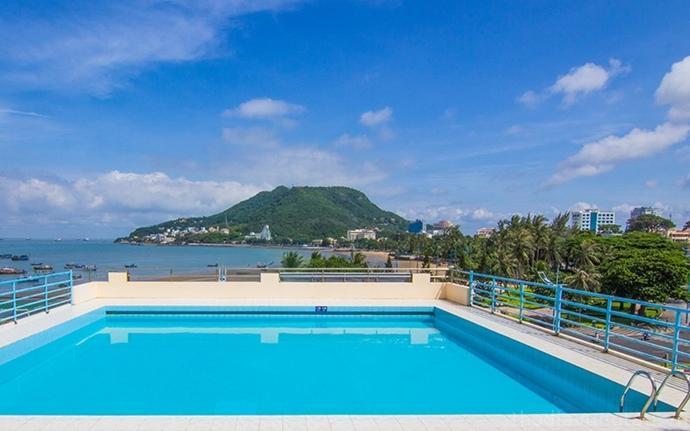 hồ bơi tại Khách Sạn P&T Vũng Tàu