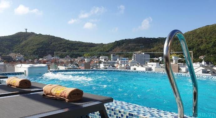 hồ bơi tại Mi Lan Villa Hotel