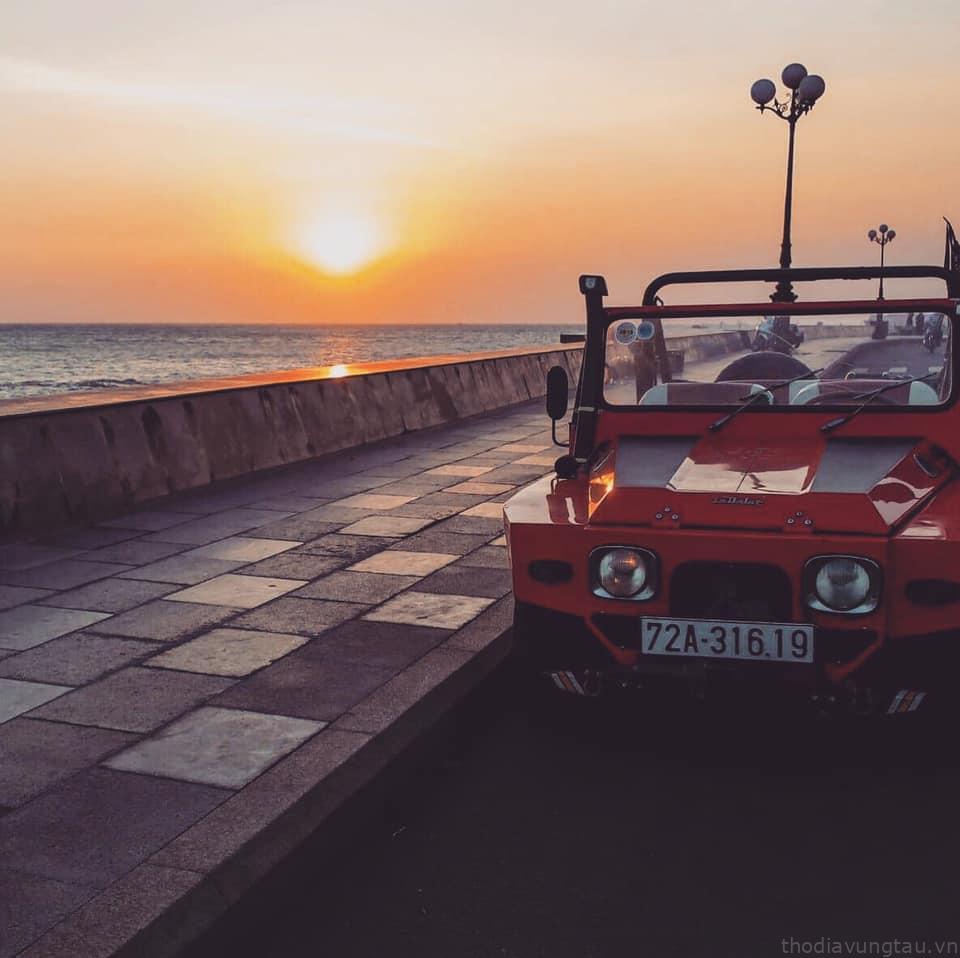 Thuê xe cổ chụp ảnh
