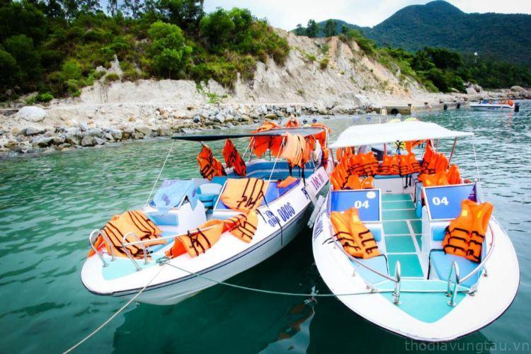 Tham quan các hòn Côn Đảo bằng cano