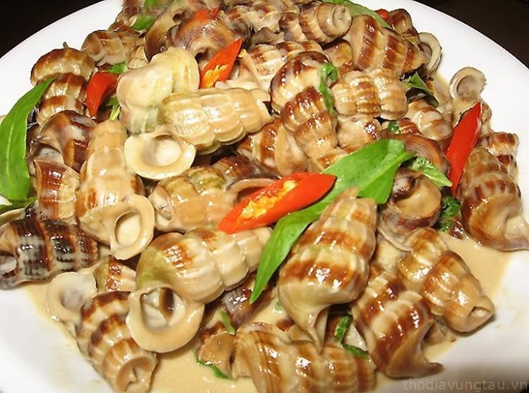 ốc len xào dừa tại quán ốc Lê Hồng Phong