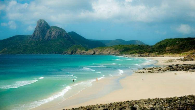 Nước biển Côn Đảo trong xanh và sạch sẽ