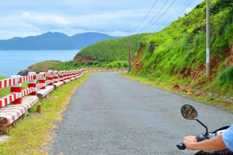 Chạy xe ở Côn Đảo