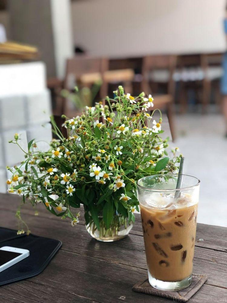 cafe ở Infiniti Cafe & Resto