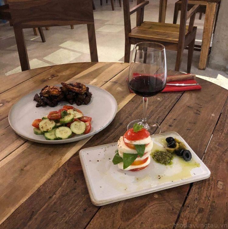 bữa tối ở Infiniti Cafe & Resto