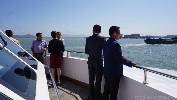 hội họp trên du thuyền