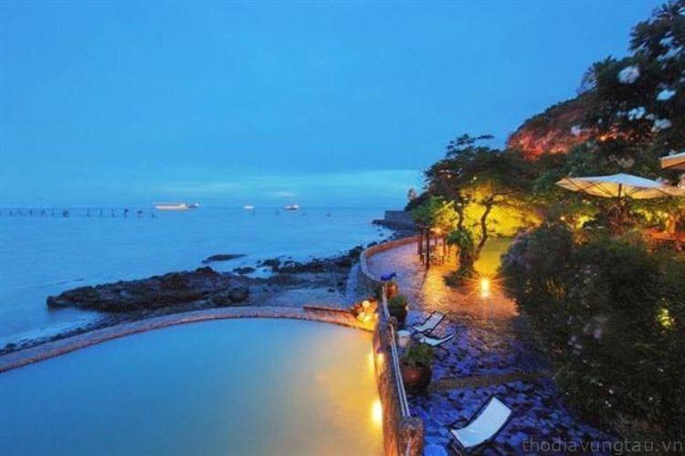 Hồ bơi ngoài trời làng Bình An